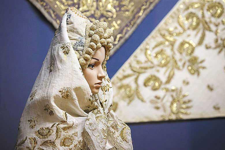 Торопецкий платок. Золотное шитье