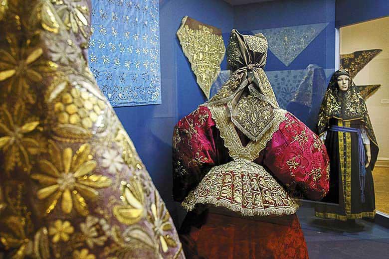 Золотошвейные платки — уникальное национальное явление