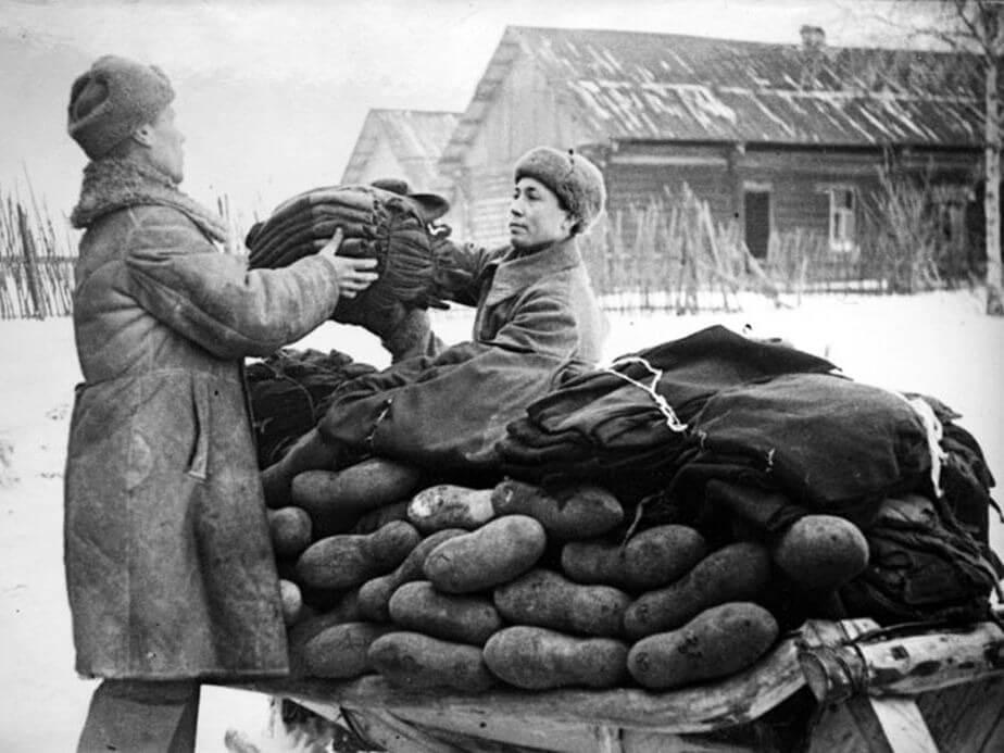Выдача валенок и зимнего обмундирования в РККА. 1940–1945.
