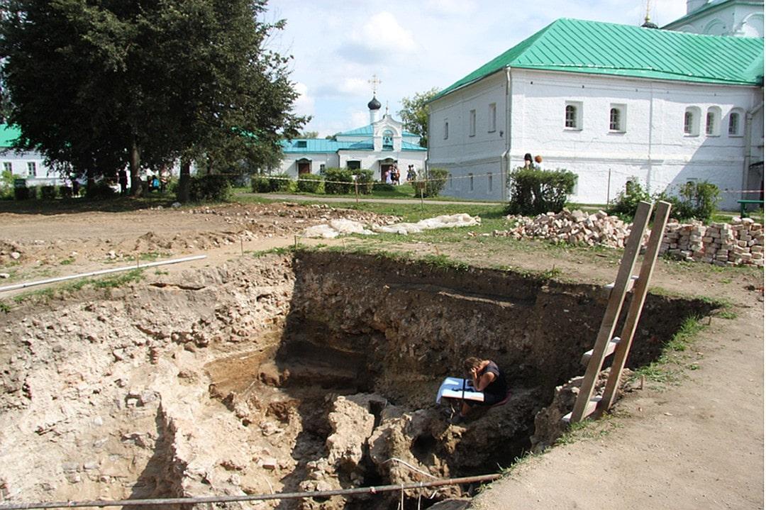 Раскопки в Александровской слободе начались еще в двадцатые годы прошлого века