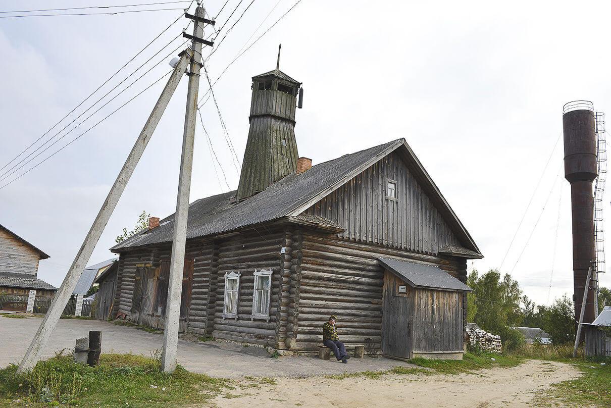 Деревянное пожарное депо и каланча во Владимирском