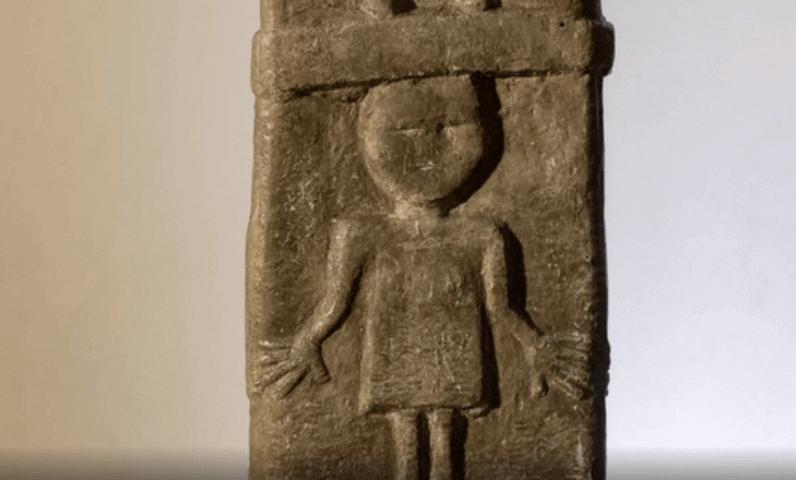 В средней части Збручского идола мы видим изображение мужчин и женщин - людей, которые взялись за руки образуя таким образом круг - символ солнца, они танцуют хоровод.