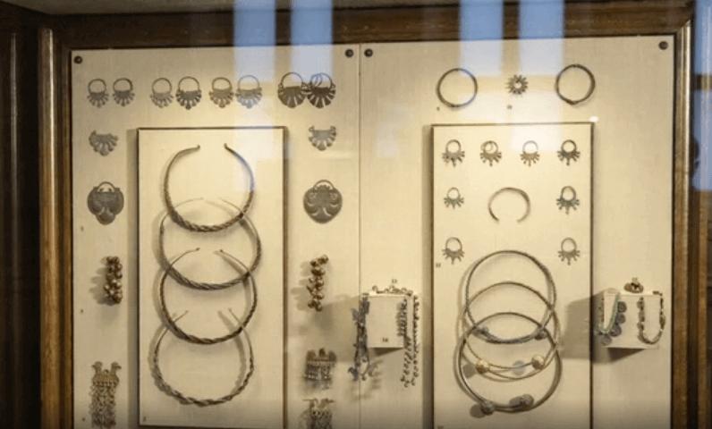 славянские украшения, которые имели в первую очередь ритуальное значение, к новому году древних славян также имеют отношение