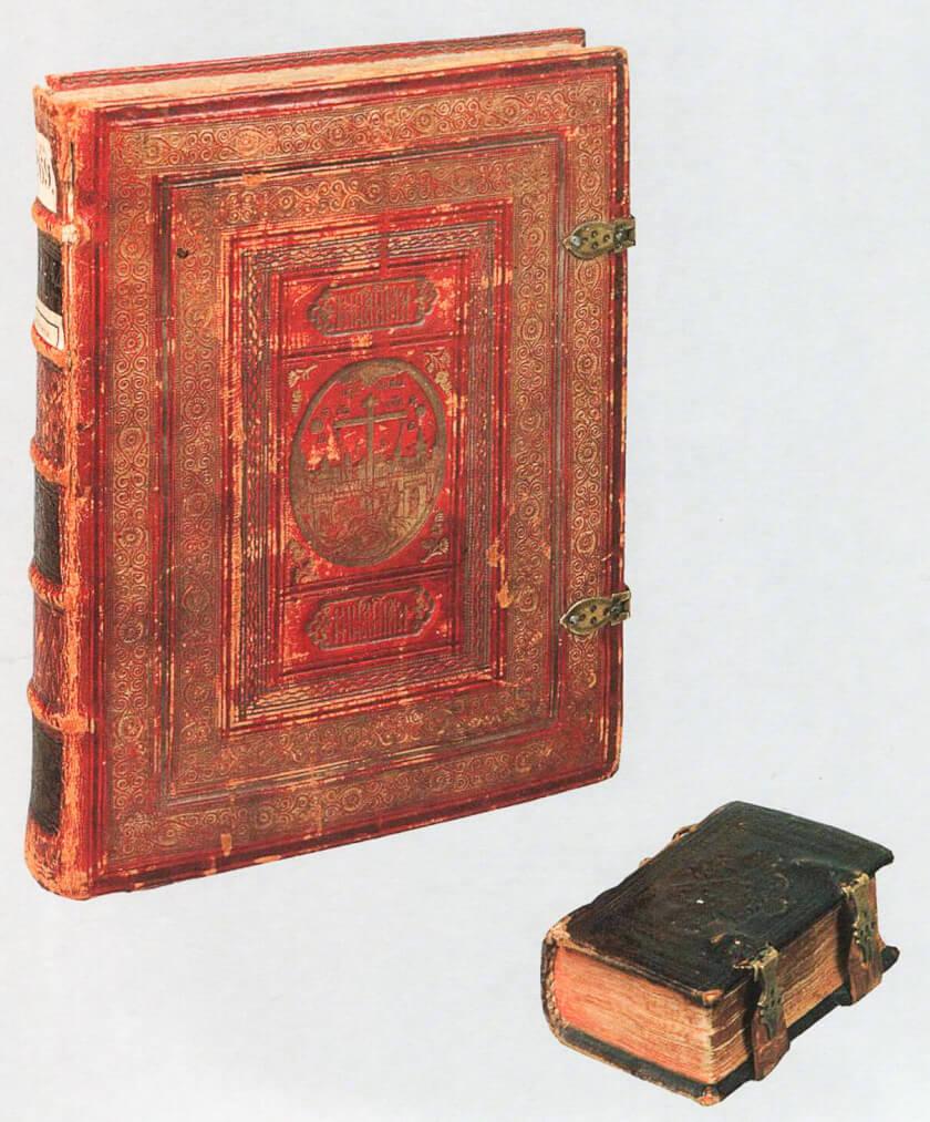 Книжные переплеты. Выг. Слева — 1810–1820-х годов, справа — 1774 года. Государственный исторический музей