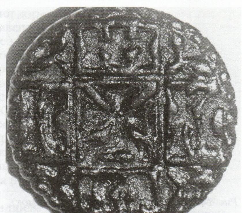 Рис. 12. Древнерусские просфорные печати с крестом мальтийского типа и с процветшим крестом (Зеркальный снимок)